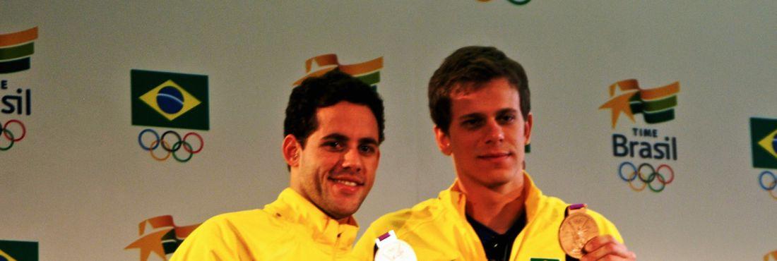 Com astrais diferentes, Cielo e Pereira valorizam medalhas olímpicas