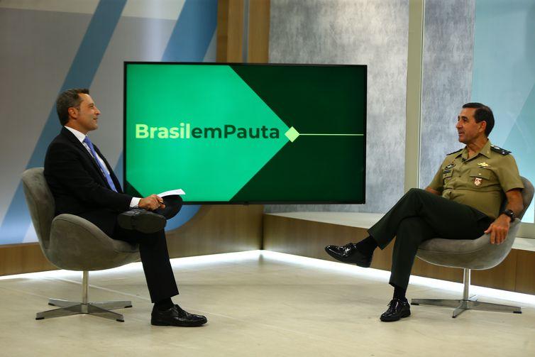O General de Divisão Vinicius Ferreira Martinelli fala sobre o alistamento militar obrigatório.