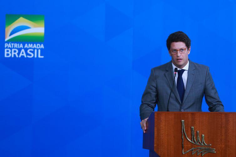 Ricardo Salles participa da solenidade de lançamento do Programa Lixão Zero