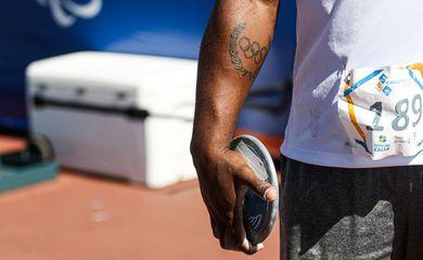 10/08/2019 - 2 Nacional de Atletismo - Circuito Loterias Caixa de Atletismo - Centro Paralímpico Brasileiro - São Paulo (SP) - Detalhe de um atleta segurando um disco durante a prova de Lançamento de Disco - Masculino