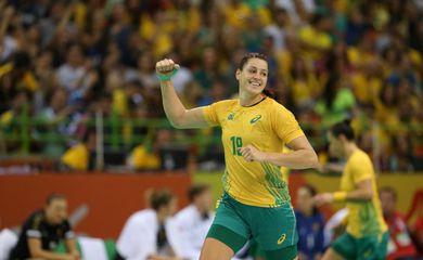 A brasileira Duda Amorim, do handebol, foi eleita a melhor defensora da Champions League