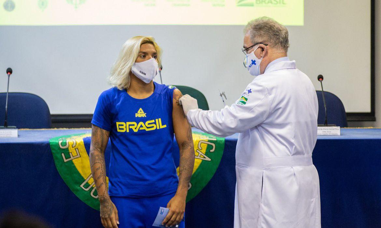 Ana Marcela - primeira vacinada - Tóquio 2020 - Olimpíada - covid-19