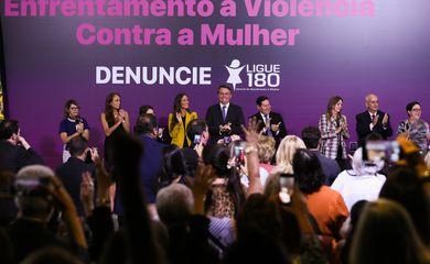 O presidente Jair Bolsonaro, participa da solenidade do dia do enfrentamento à violência contra a mulher
