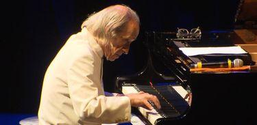 """Pianista João Carlos Assis Brasil no concerto """"Todos os Pianos"""""""