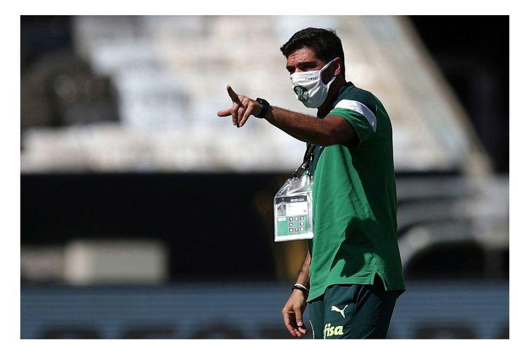 Técnico do Palmeiras, Abel Ferreira, durante treino no Maracanã antes da final da Libertadores contra o Santos