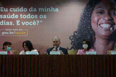 O ministro da Saúde, Marcelo Queiroga, apresenta à imprensa o balanço das ações do Ministério da Saúde na luta contra o câncer de mama durante o Outubro Rosa