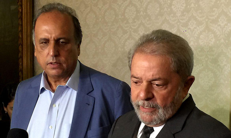 Rio de Janeiro - O governador Luiz Fernando Pezão e o ex-presidente Luiz Inácio Lula da Silva falam à imprensa
