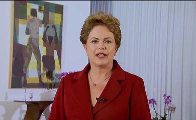 A presidenta Dilma Rousseff usa as redes sociais para fazer pronunciamento no Dia do Trabalho