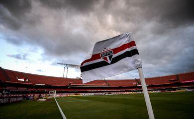 04/11/2020 - São Paulo 4 x 3 Lanús - Morumbi - Copa Sul-Americana - corner - flâmula