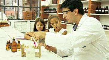 Na série Ciência para Crianças, jovens investigam hipóteses científicas