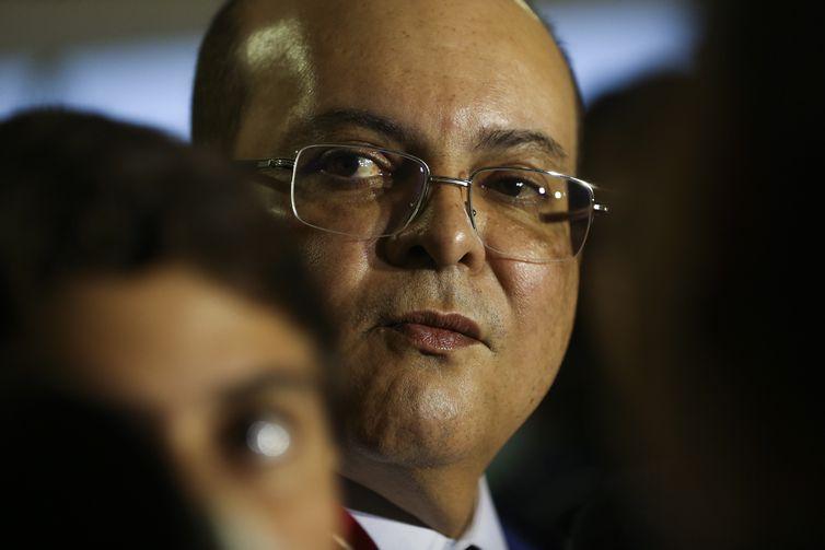 O governador eleito do Distrito Federal, Ibaneis Rocha (MDB), fala à imprensa após encontro com o presidente Michel Temer, no Palácio do Planalto.