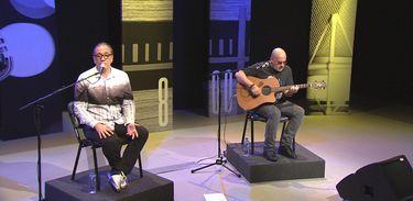 Bruno Gouveia e Carlos Coelho em pocket show do Biquíni Cavadão
