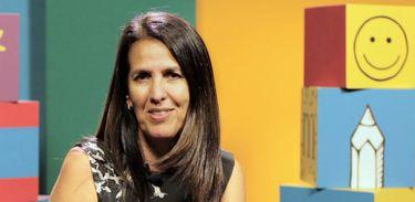 Martha Medeiros dedica seus livros a professora do primário