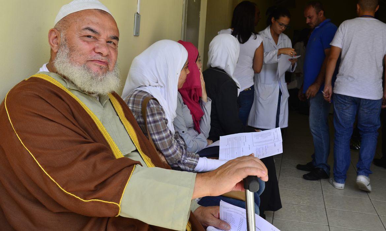 São Paulo - Refugiados sírios recebem atendimento médico no Hospital da Universidade Santo Amaro. Tradutores da Federação das Associações Muçulmanas do Brasil ajudaram na comunicação (Rovena Roso/Agência Brasil)