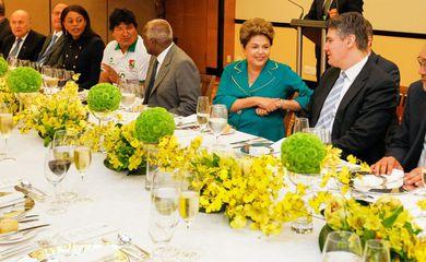 Dilma Rousseff almoça com chefes de estado