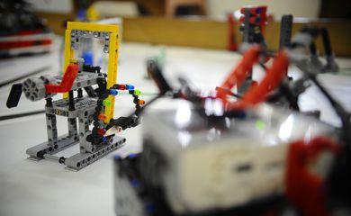 Estudantes do grupo de robótica do Liceu Franco Brasileiro disputam em Curitiba (PR), a etapa regional do certame internacional First Lego League de Robótica, cujo tema, este ano, é educação (Tomaz Silva/Agência Brasil)