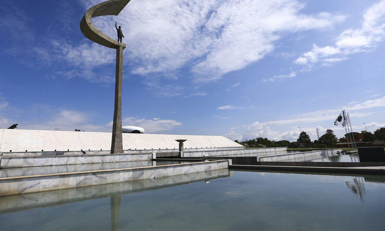 O Memorial JK é um museu, mausoléu e centro cultural brasileiro construído para homenagear o 21º presidente do Brasil, Juscelino Kubistchek de Oliveira