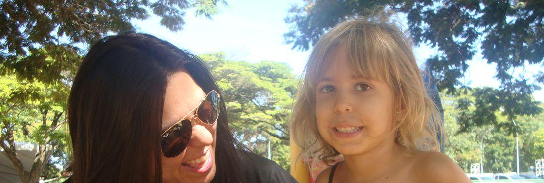 Alessandra Roscoe com a filha Luiza