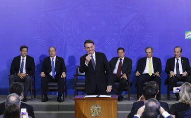 O presidente Jair Bolsonaro sanciona a Lei Complementar 420, que cria a Empresa Simples de Crédito (ESC), em cerimônia no Palácio do Planalto.