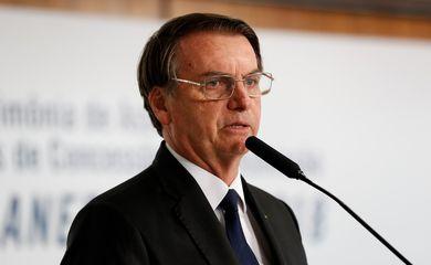 O presidente Jair Bolsonaro participa da cerimônia de assinatura dos contratos de concessão para a construção de novas linhas transmissão de energia elétrica.