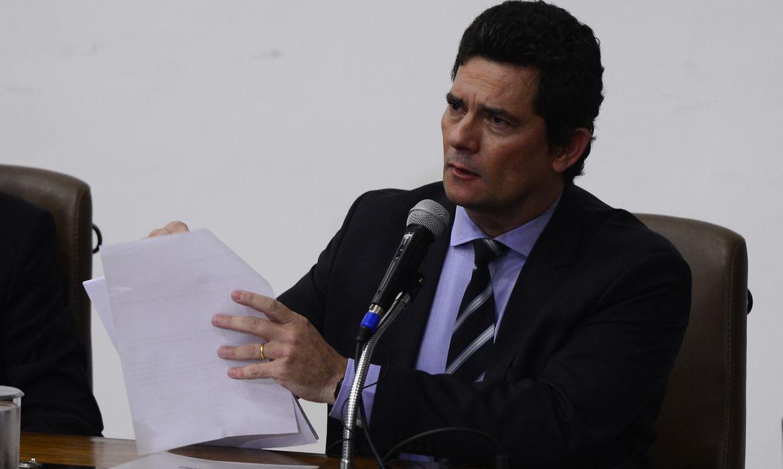 O ministro da Justiça e Segurança Pública, Sergio Moro, fala à  imprensa