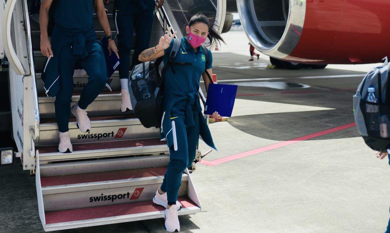 seleção brasileira feminina de futebol desembarca em Tóquio para olimpíada em 16/07/2021