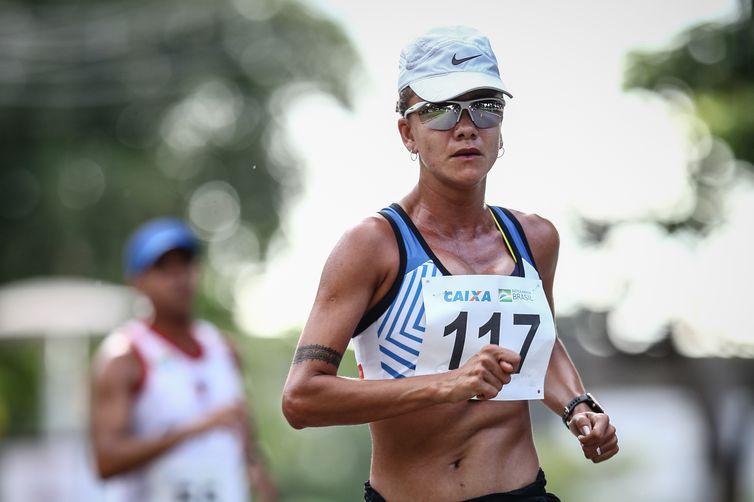 Após oito meses sem competir, Érica Sena é prata na República Tcheca