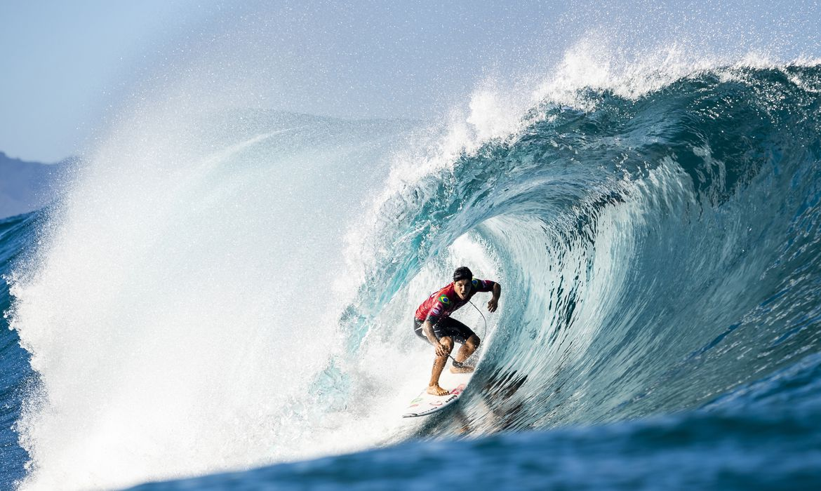 OAHU, UNITED STATES - DECEMBER 10: Two-time WSL Champion Gabriel Medina of Brazil advances directly to Round 3 of the 2019 Billabong Pipe Masters after winning Heat 5 of Round 1 at Pipeline on December 10, 2019 in Oahu, United States. (Photo by