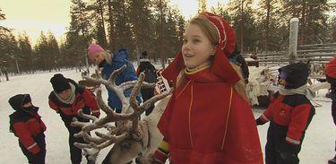 Rauna treina uma jovem rena do Papai Noel