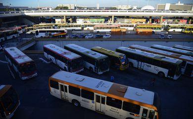 Movimento intenso de ônibus na rodoviária do Plano Piloto