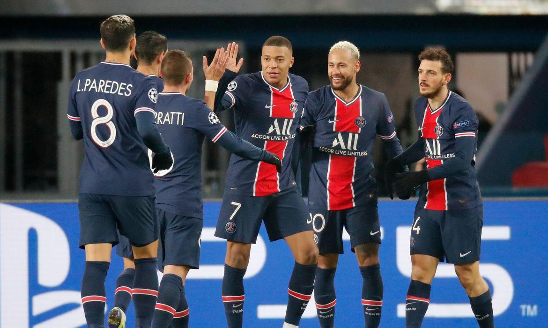Jogadores do PSG comemoram gol em vitória contra o Basaksehir por 5 x 1 - Neymar faz três gols - Liga dos Campeões, em 9/11/2020