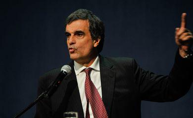 Ministro da Justiça, José Eduardo Cardozo, participa do seminário 10 anos de Cooperação Internacional do MPF que debate dentre outros assuntos cooperação entre países no combate à corrupção (José Cruz/Agência Brasil)