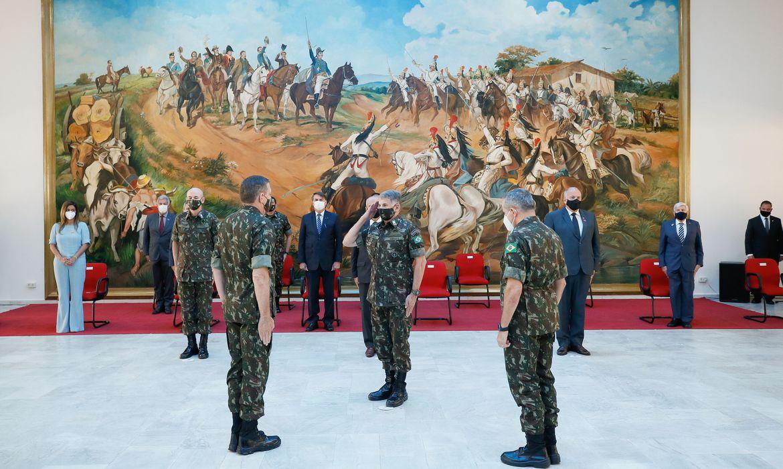 O presidente da República, Jair Bolsonaro, participa da solenidade de Passagem do Comando Militar do Sudeste