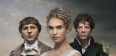 Pierre Bezukhov (Paul Dano), Natasha Rostov (Lily James) e Príncipe Andrei (James Norton)