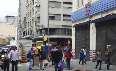 O Shopping 25 de Março foi fechado após uma operação de combate à pirataria, na região central de São Paulo.