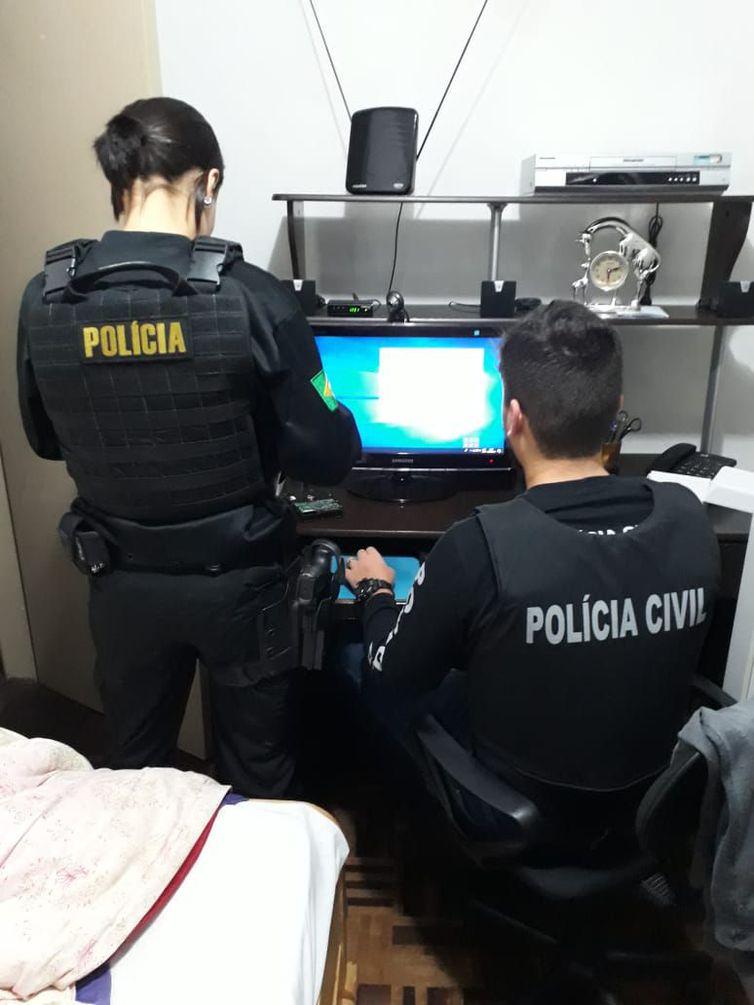 Policiais federais e civis cumprem mandados de busca e apreensão em 14 estados e no Distrito Federal