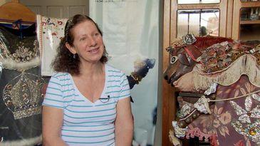 Célia Fátima de Pina mantém o Museu da Cavalhada em casa. Ela segue o trabalho da mãe, que criou o museu