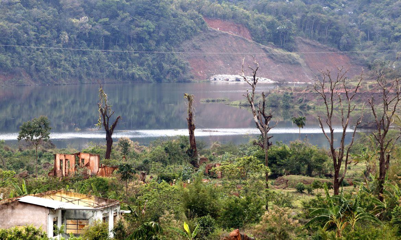 Comunidade de Bento Rodrigues devastada pela lama