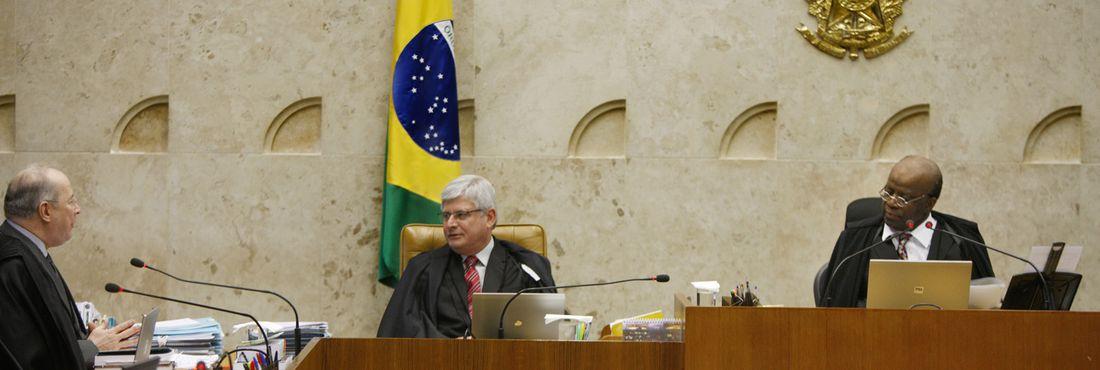Ministro Celso de Mello cumprimenta o novo procurador-geral da República, Rodrigo Janot.