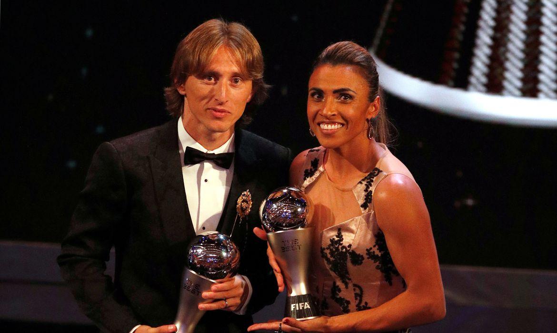 Modric e Marta levam prêmio da Fifa