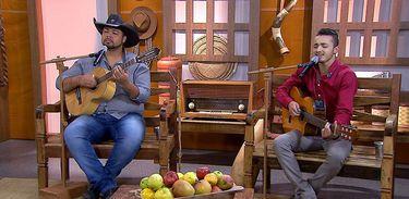A dupla Bruno César & Leandro canta uma moda de viola no Brasil Caipira
