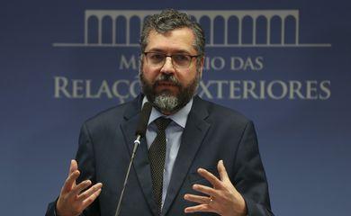 O ministro das Relações Exteriores, Ernesto Araújo, durante entrevista no Palácio Itamaraty.