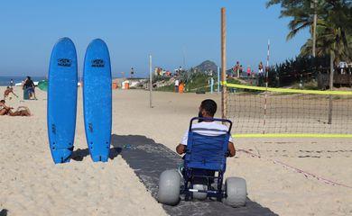 Projeto no Recreio oferece aulas de surfe e vôlei sentado