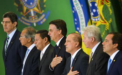 O presidente Jair Bolsonaro dá posse, em cerimônia no Palácio do Planalto, aos presidentes dos bancos públicos. Assume no Banco do Brasil, Rubem Novaes; no Banco Nacional de Desenvolvimento Econômico e Social (BNDES), Joaquim Levy, e na Caixa