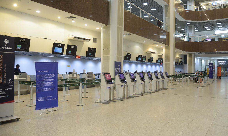 Rio de Janeiro - Aeroporto Santos Dumont fica vazio em primeiro dia com maioria das operações transferidas para o Galeão. (Foto: Tomaz Silva/Agência Brasil)