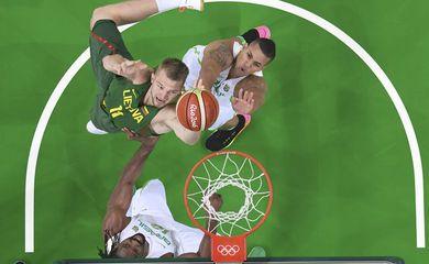 Brasil e Lituânia no basquete masculino