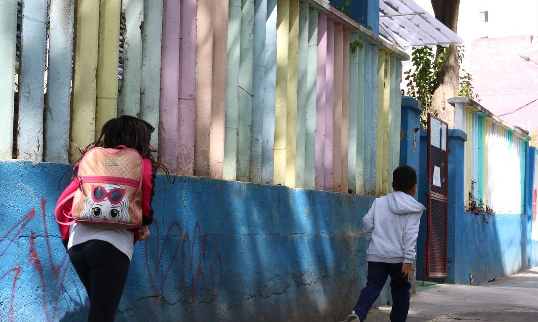 Chegada dos alunos para aulas presenciais na escola EMEI Ângelo Martino, na Bela Vista.