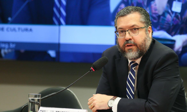 O ministro das Relações Exteriores; Ernesto Araújo; participa de audiência pública; na Comissão de Cultura da Câmara dos Deputados
