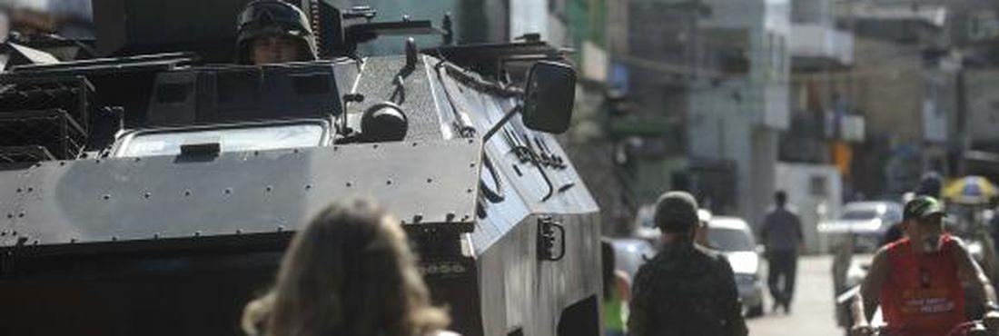 As Forças Armadas ficarão no Complexo da Maré até o dia 31 de julho e terão , por meio de uma GLO, poder de polícia para atuar no local