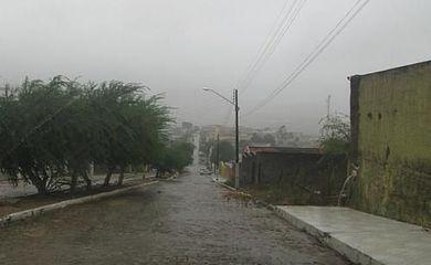 Rua alagada devido às fortes chuvas em Alagoas (Divulgação/Defesa Civil de Alagoas)